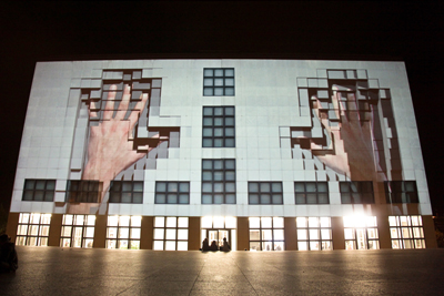 "Rossa + Rossa's façade projection: ""How it would be if a house was dreaming"""